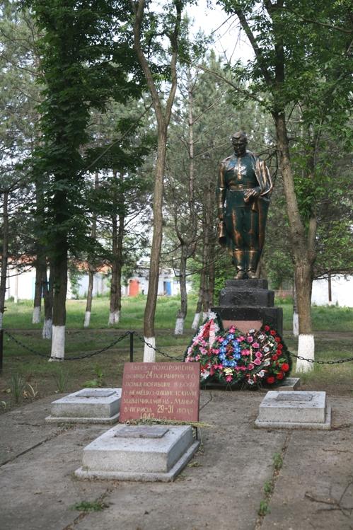 Книга памяти Сальского района - Памятники